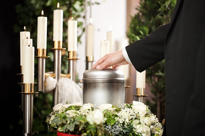 begravelse-og-bisættelse